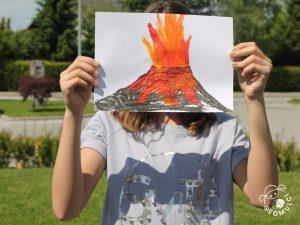 Naslikan vulkan s pravim vulkanskim peskom